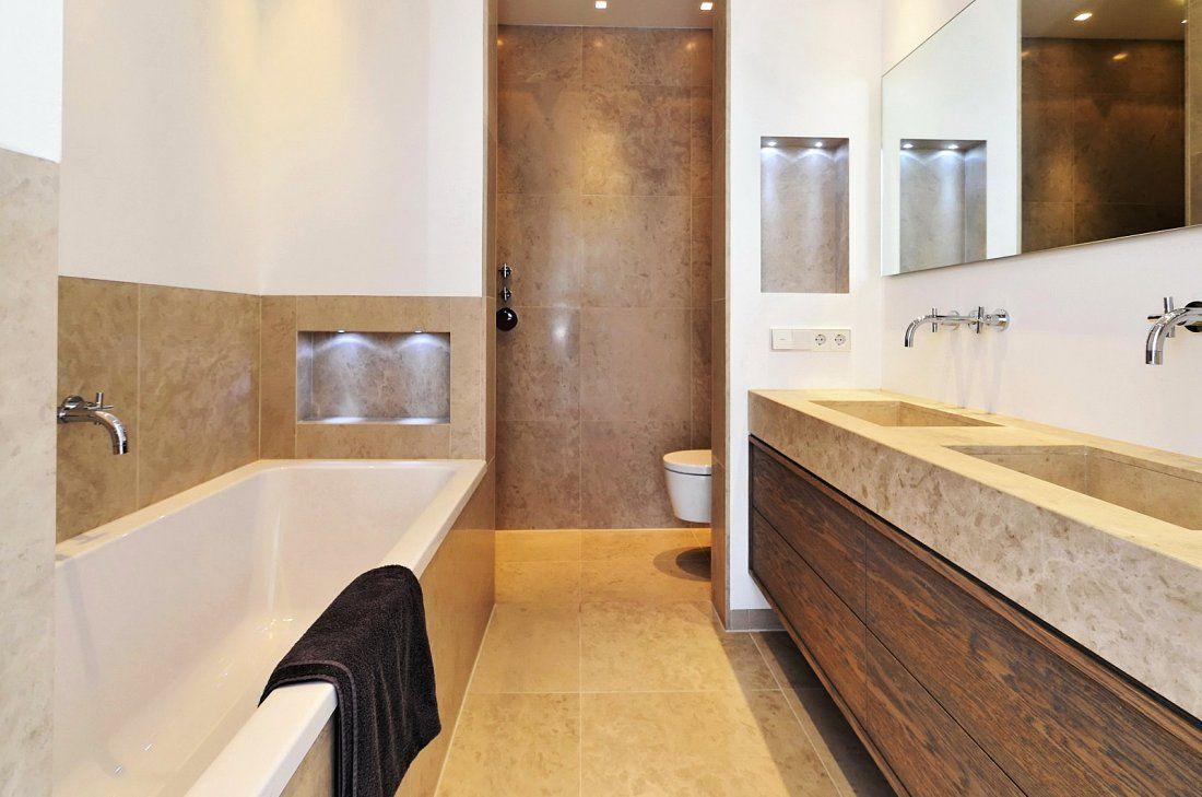 Eigentijdse beneden woning met klassieke details badkamer