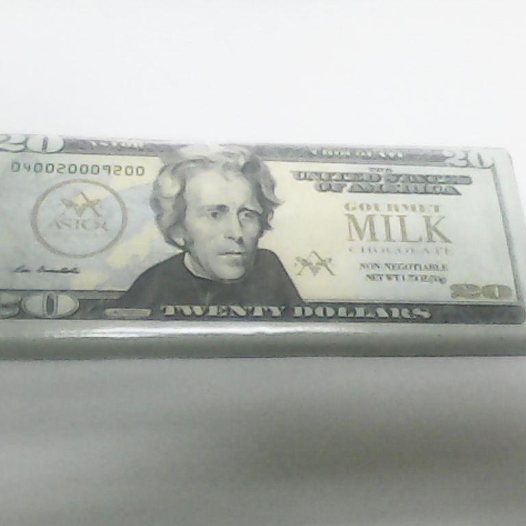 Estos son los dolares que a mi me gustan!: De chocolate! Jajajaja #chocolate #candy #dolar #gift #regalo #dolares
