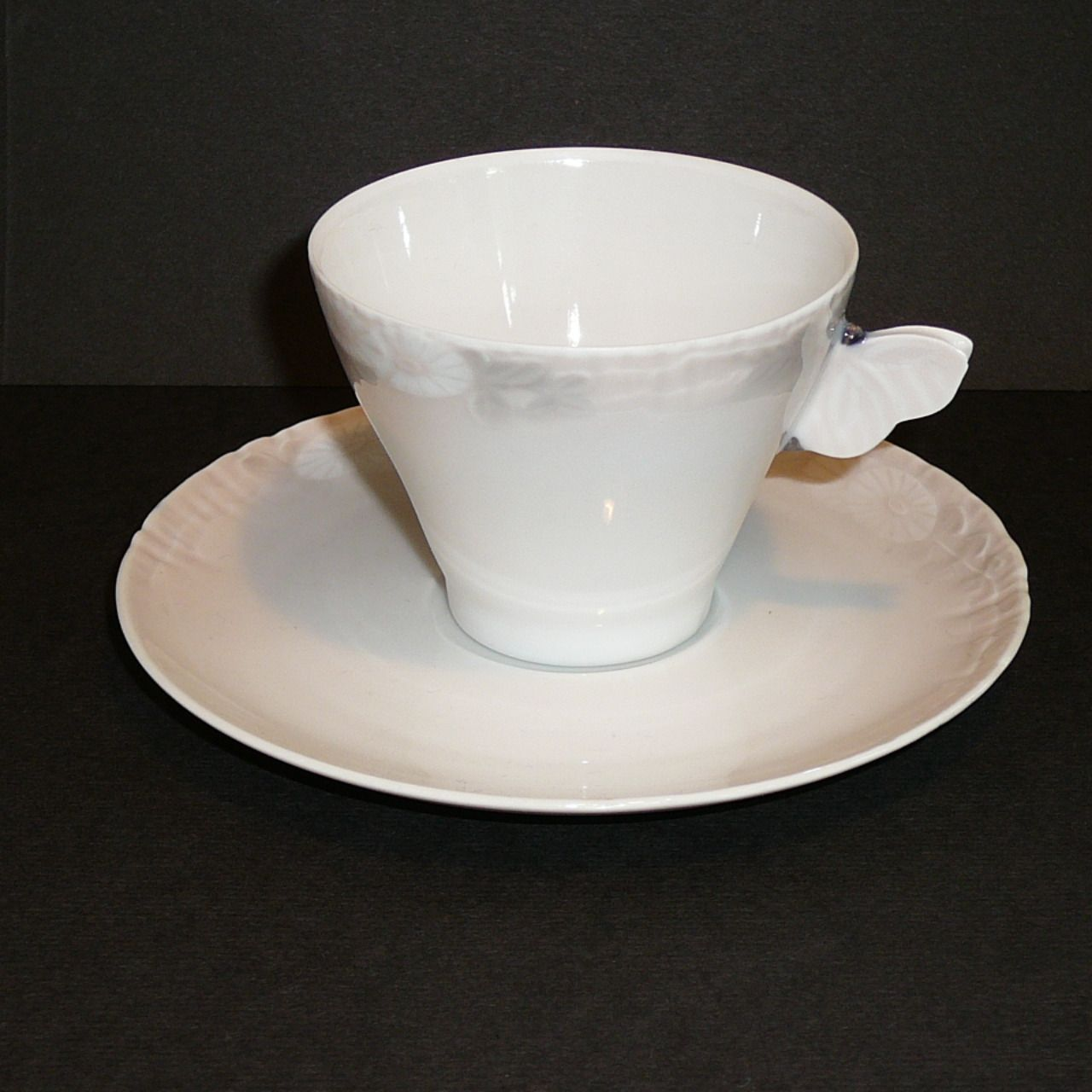 Small coffecup with saucer 1sort all in perfect