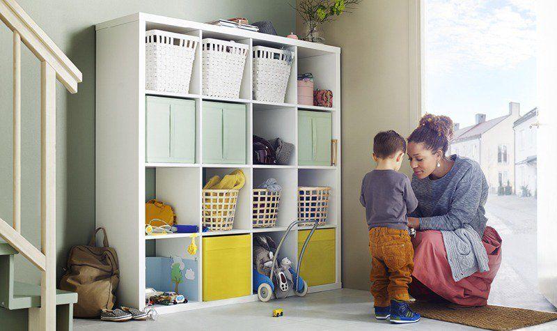 étagères Ikea Kallax Blanches Dotées De Paniers De Rangement