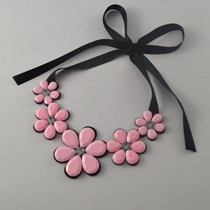 Short Statement Necklace Pendant Resin Color Fashionable Women Necklace