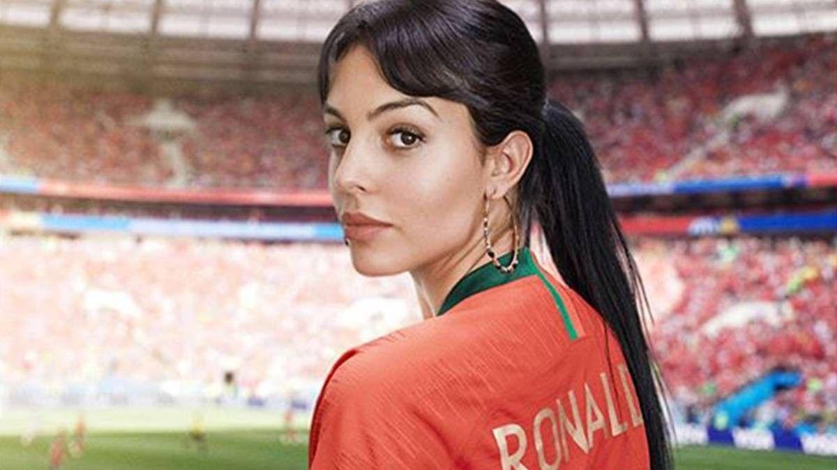 Pin By Www Jksfootball Com On Ronaldo Ronaldo Wife Ronaldo Cristiano Ronaldo Junior