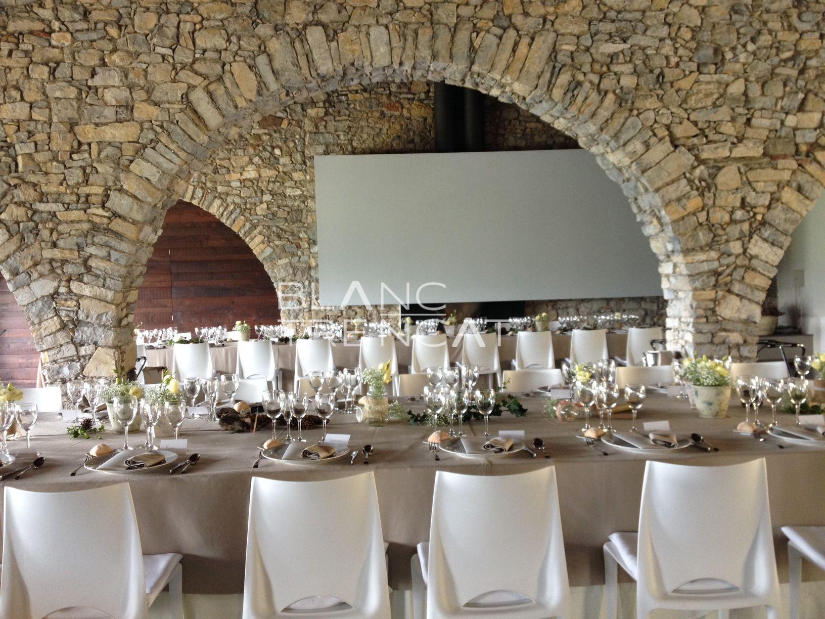 Decoraci n centros de mesa para bodas verde arcos de piedra sala celebraci n wedding - Mesas de piedra ...