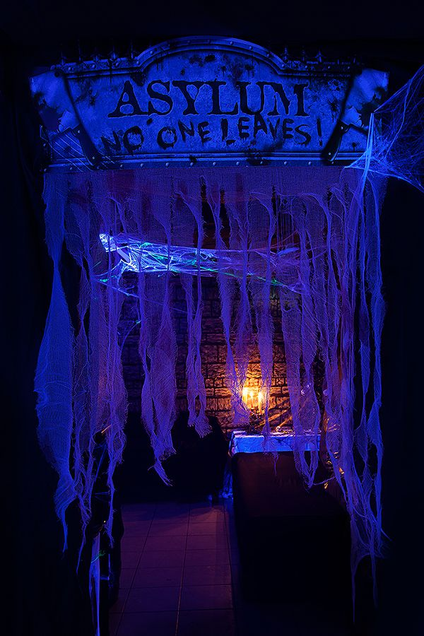 I Like The Idea Of The Guaze Hanging At The Entrance With A Blacklight Halloween Haunted Houses Spooky Halloween Party Modern Halloween