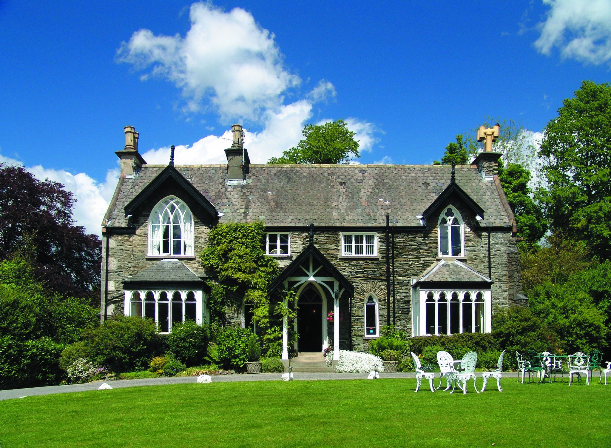 The Cedar Manor Hotel Is A Luxury In Windermere Providing Comfortable Accommodation Near Lake District We Invite You To Enjoy Fine Evening At Our