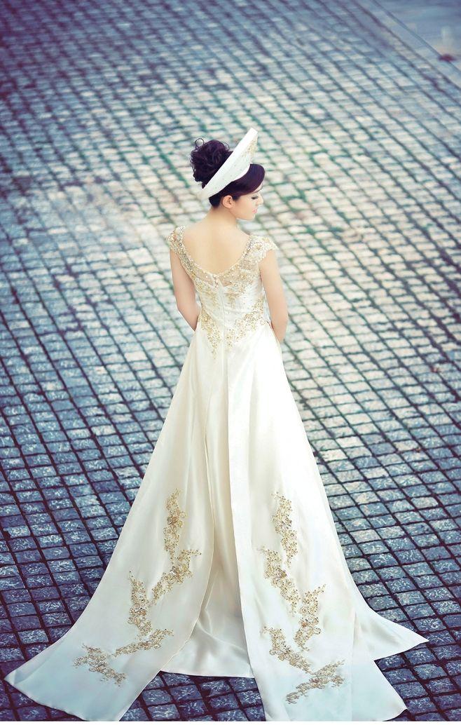 Vietnamese wedding áo dài. ///////. Vietnamese/English