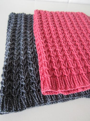 A cowl for all seasons : worked in the round and ...