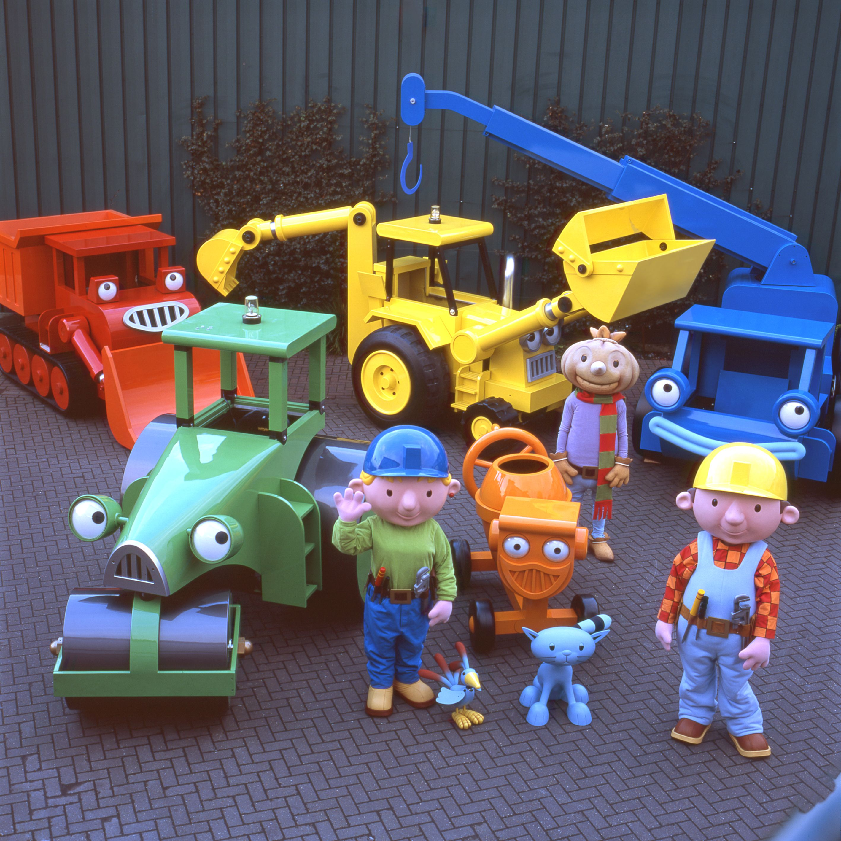 Vehicles and costumes for Bob the Builder Live