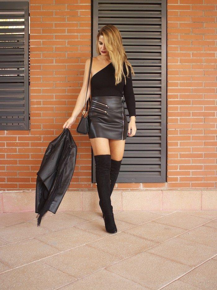 top asimetrico falda de cuero botas mosqueteras amaras la moda Paula Fraile  2 Black Leather Skirts c816c8faeda