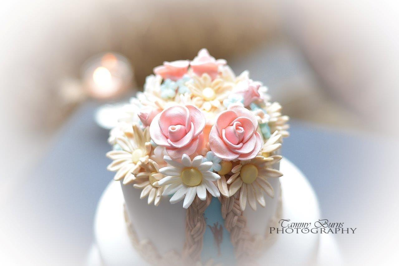 David And Amandas Wedding Cake The Fondant Flower Bouquet Mini