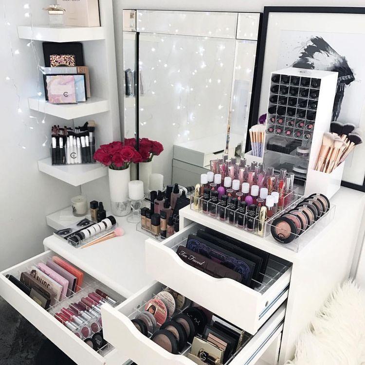 Pin By Phoebe Fu On Ō�妝台 Vanity Makeup Rooms Beauty Room