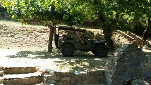 une jeep  voiture de l'armée américaine