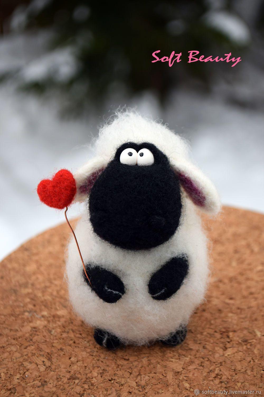 Подарок игрушка войлочная `Овечка Бося с сердечком` #needlefelting