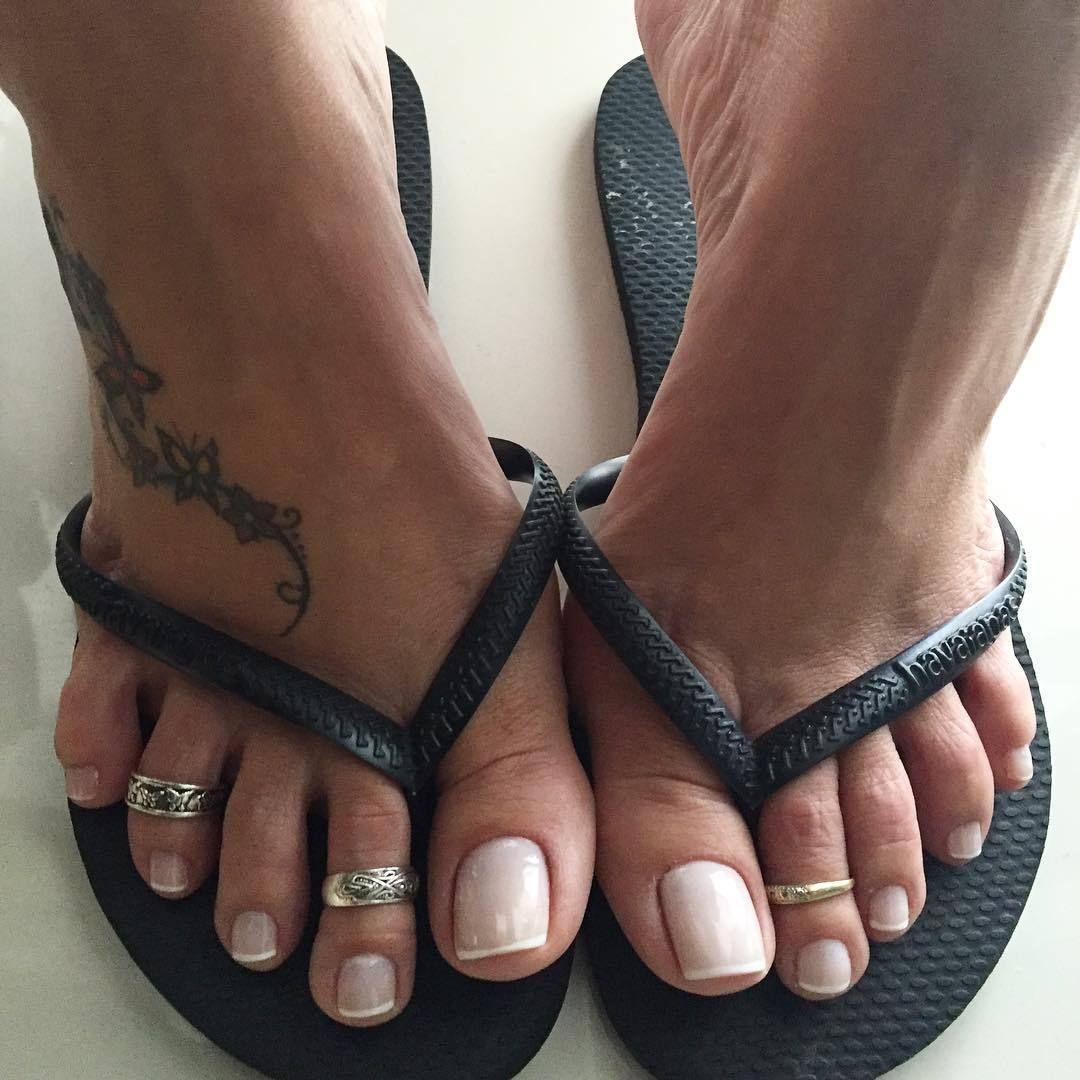 Tasteful Feet | Painted Toes Rings | Pinterest | Sommer