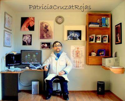 Patricia Cruzat Artesania y Color: Radiologo con Miniaturas en un Gran cuadro para El.