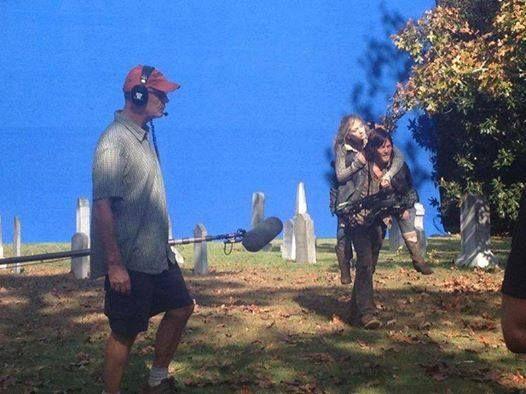 Norman e Emily nas gravações de Alone - 4x13