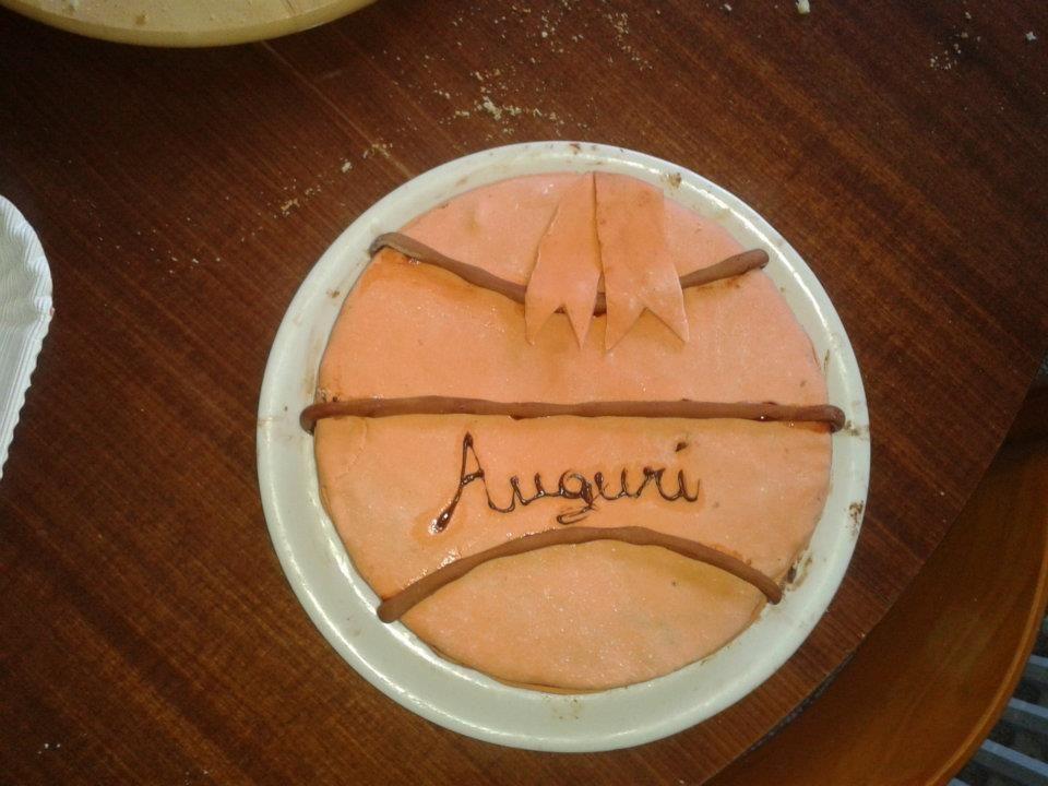 Bascketball! Pasta di zucchero che copre un pan di spagna al caffè ripieno di nutella!