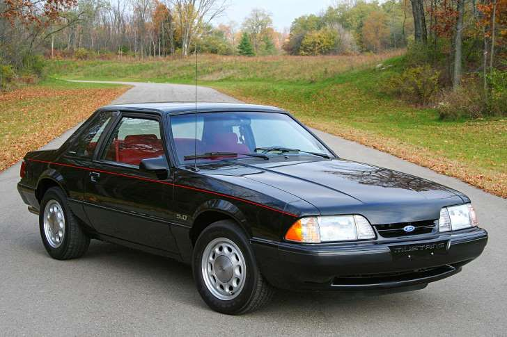 collectible-80s-cars-ford-mustang-lx