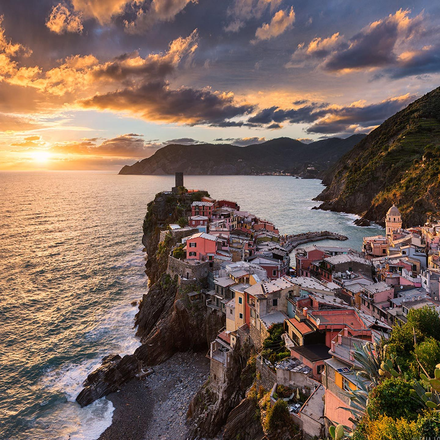 Cinque Terre - Vernazza - As photographers, artists, and world travelers, there's simply no country like Italy and we're excited to share our love of it with you on this photo tour!