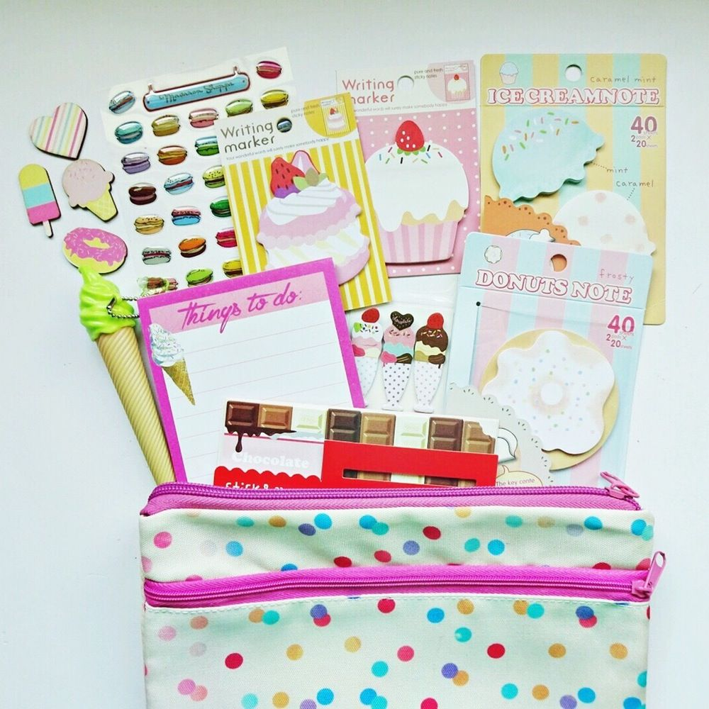 This sweet plannet kit includes:1 pencil case1 ice cream pen (black ink)1 sheet macaron epoxy stickers1 donut sticky notes1 ice cream sticky notes1 macaron sticky notes 1 cupcake sticky notes1 chocolate sticky notes 1 sundae sticky notes20 sheets memo pad4 chipboard sweets (perfect for making paperclips)