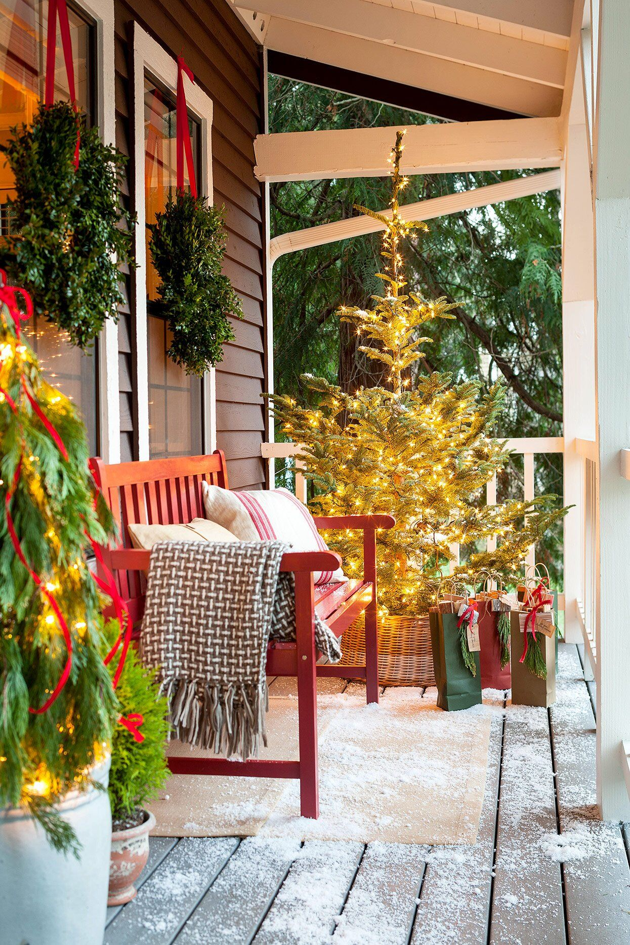 30 Ideas for the Best Outdoor Christmas Decorations on the Block -   18 christmas decor outdoor fence ideas