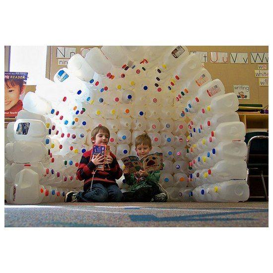 iglou fait de bouteilles de plastique plastique. Black Bedroom Furniture Sets. Home Design Ideas