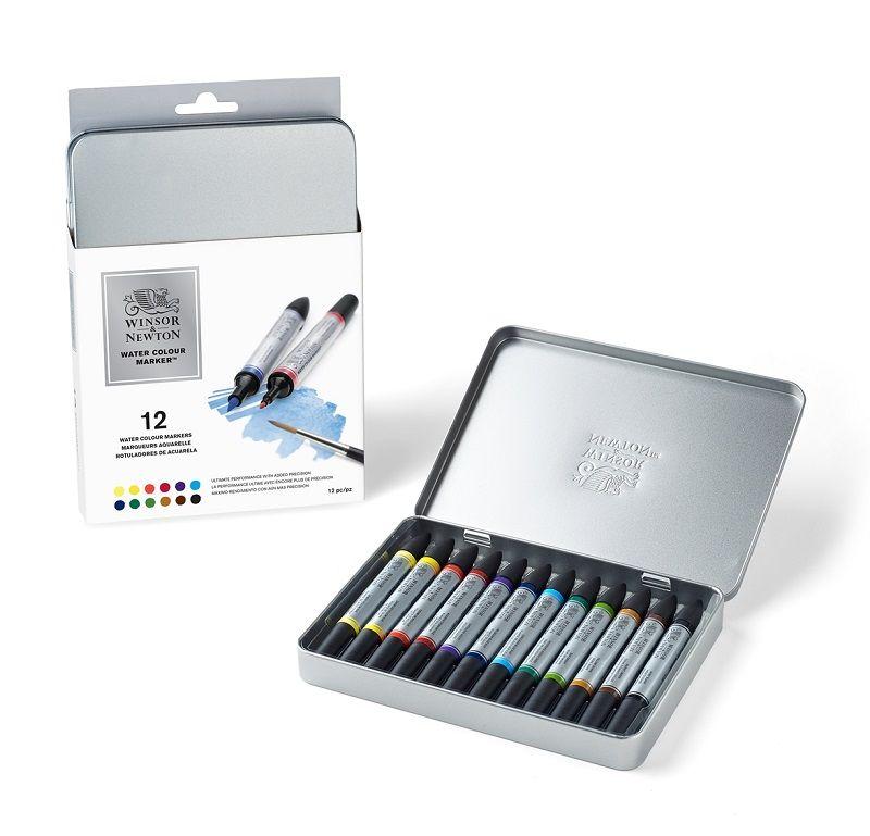 W&N Water colour markers.  Ultieme aquarelkwaliteit nu in een marker voor precisie werk. De markers hebben een hoog pigmentgehalte en hierdoor sprekende kleuren.  Uitvoering met 2 punten: een fijne tekenpunt en een flexibele penseelpunt.  Mengbaar met aquarelverf en te gebruiken op aquarelpapier.  Set in metalen blik met 12 basiskleuren.