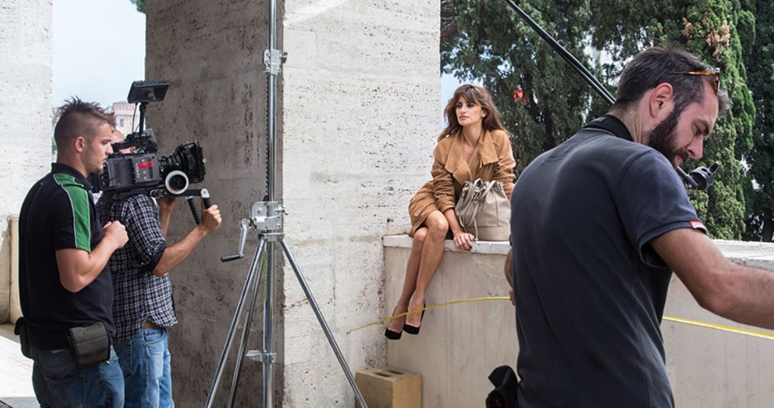 Per le Borse Carpisa 2016 autunno inverno posa una splendida Penelope Cruz Borse Carpisa 2016 autunno inverno