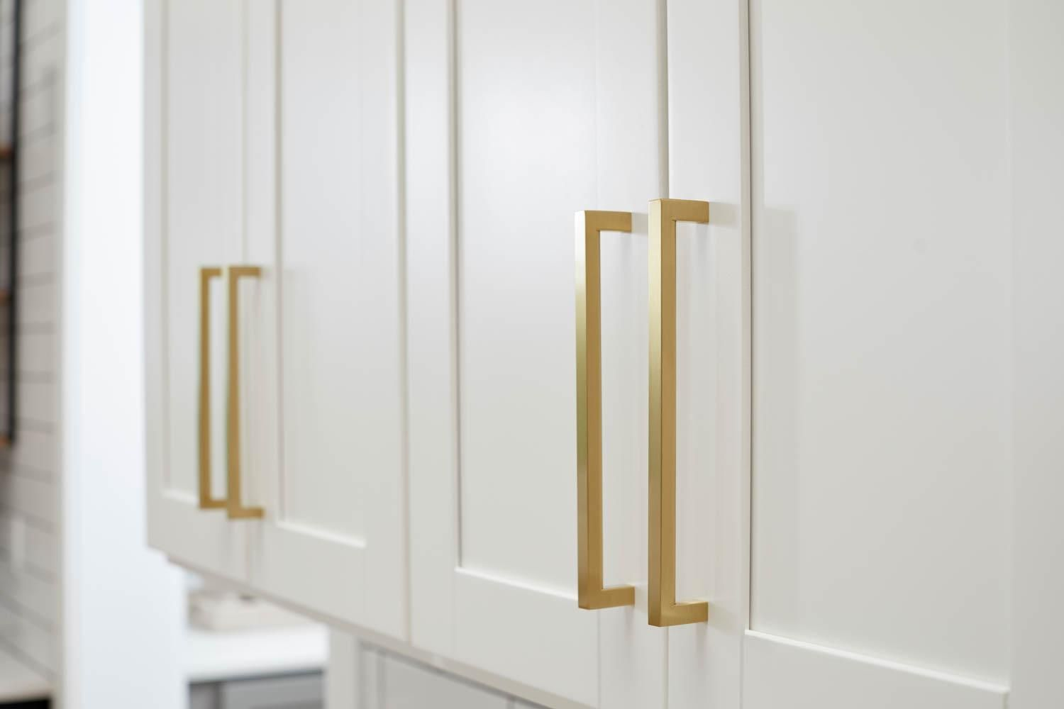 Modern Gold Handles Are A Stunning Accent To The White Cabinets Condo Decorating House Design Gold Handles