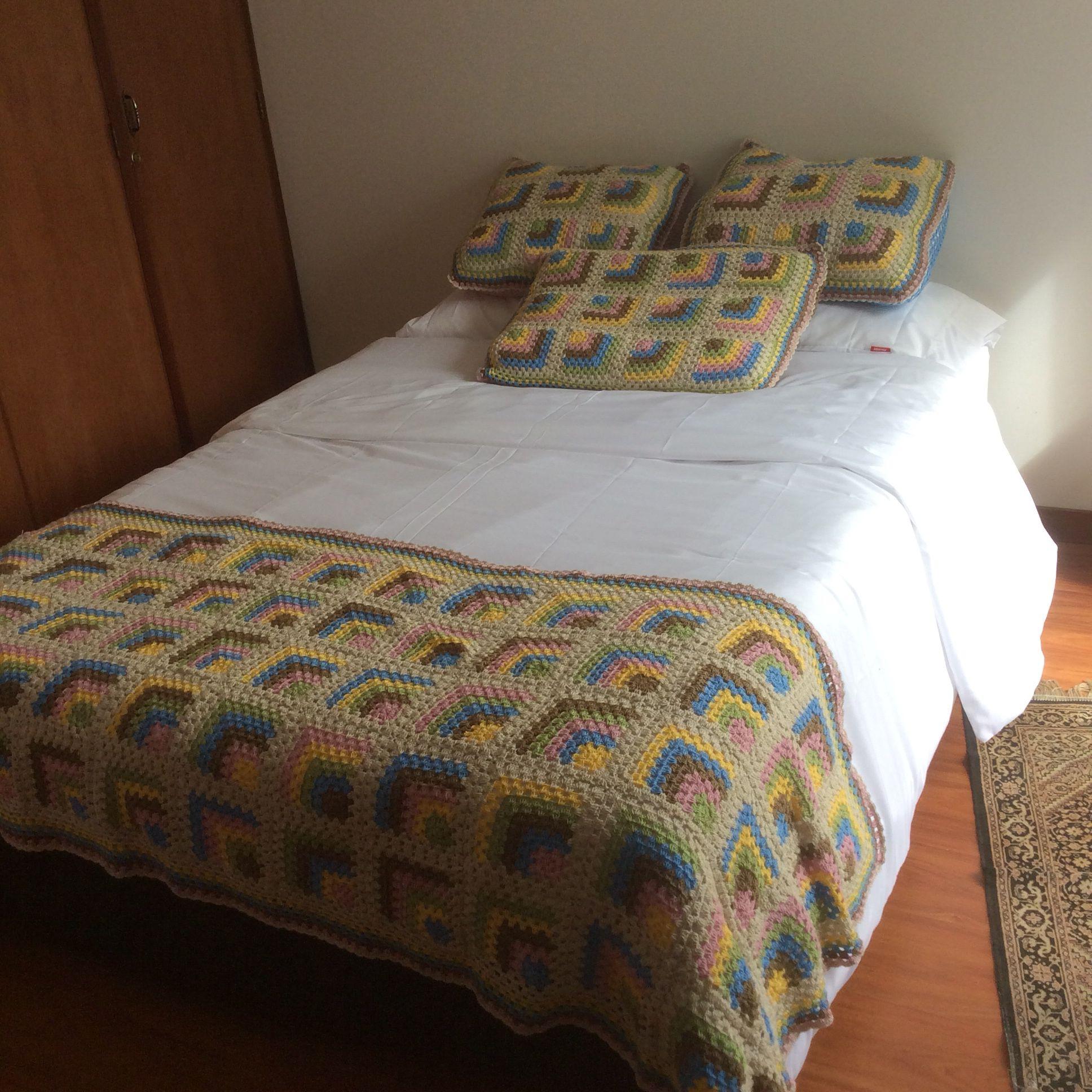 pie de cama y cojines en crochet - Hakelmutzen Muster