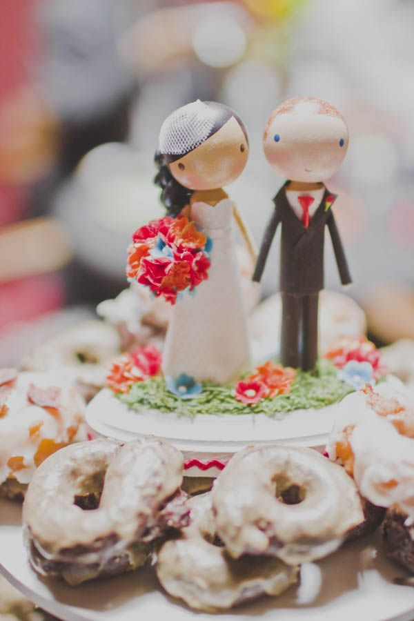 adorable wedding cake toppers that look like how I draw people!