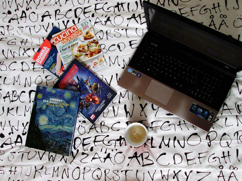 #goodmorning #coffee #paper #pc #riviste #vangogh #caffè #buongiorno #breakfast #writer #write #guardiansofthegalaxy #guardianidellagalassia #book #books #libri #libro #library #bookshop #reading