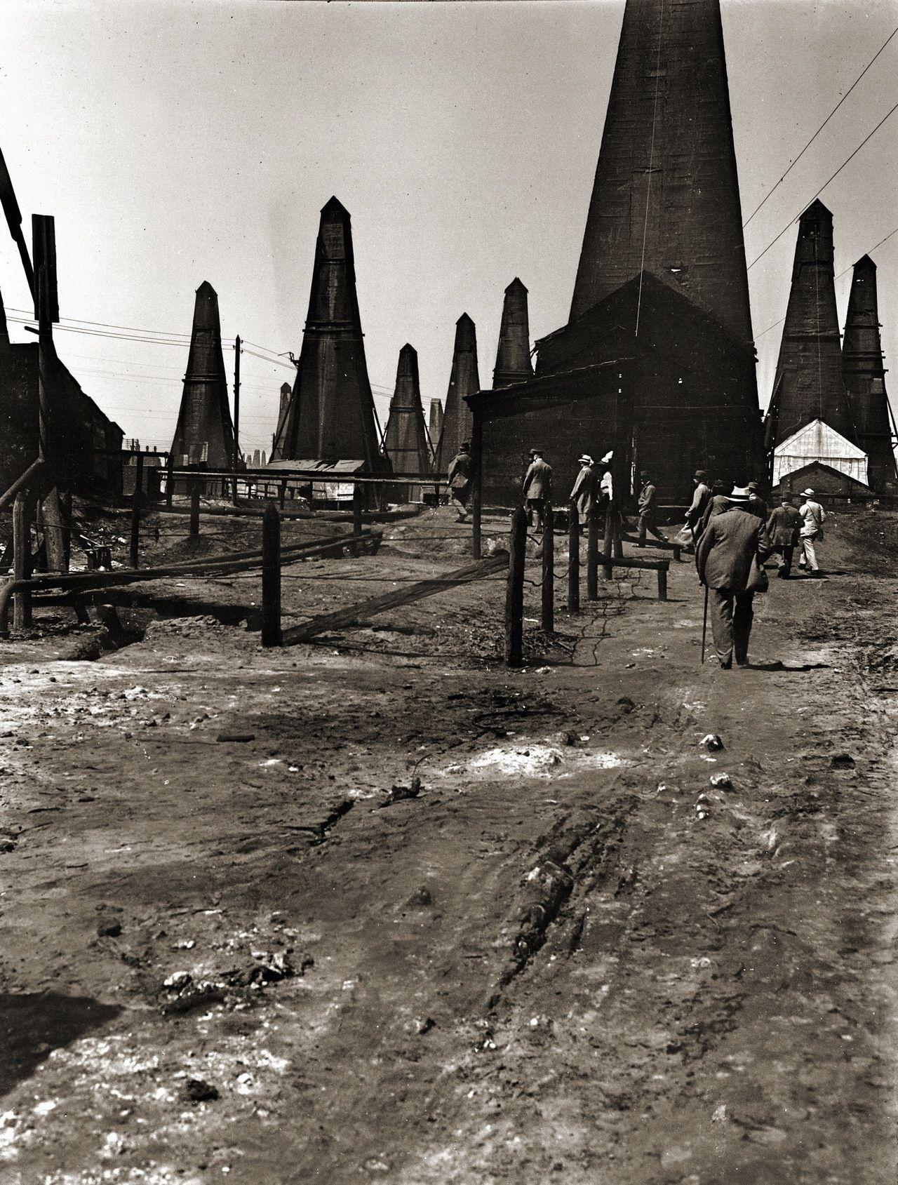Oil Derricks At Balakhany Oil Field Baku 1912 Oilfield Oil Rig Drilling Rig