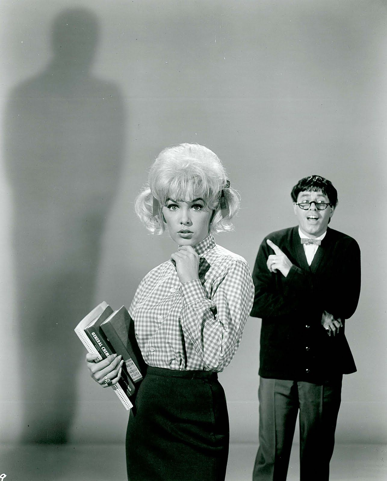 "1963 JERRY LEWIS /& STELLA STEVENS /""THE NUTTY PROFESSOR/""  PHOTO"