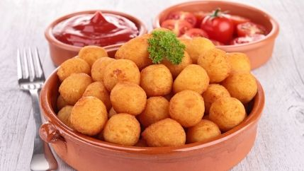 طريقة عمل كرات البطاطس بالبشاميل Recipe Cooking Recipes Ramadan Recipes Dog Food Recipes