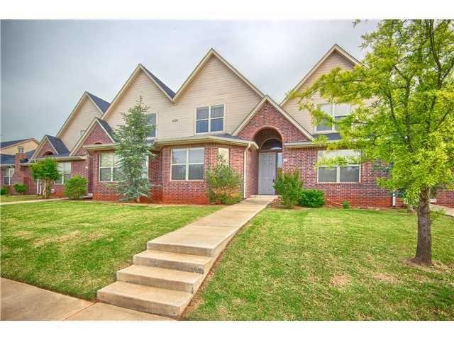 2626 Featherstone Rd Apt C Oklahoma City Ok 73120 House Styles Real Estate Townhouse
