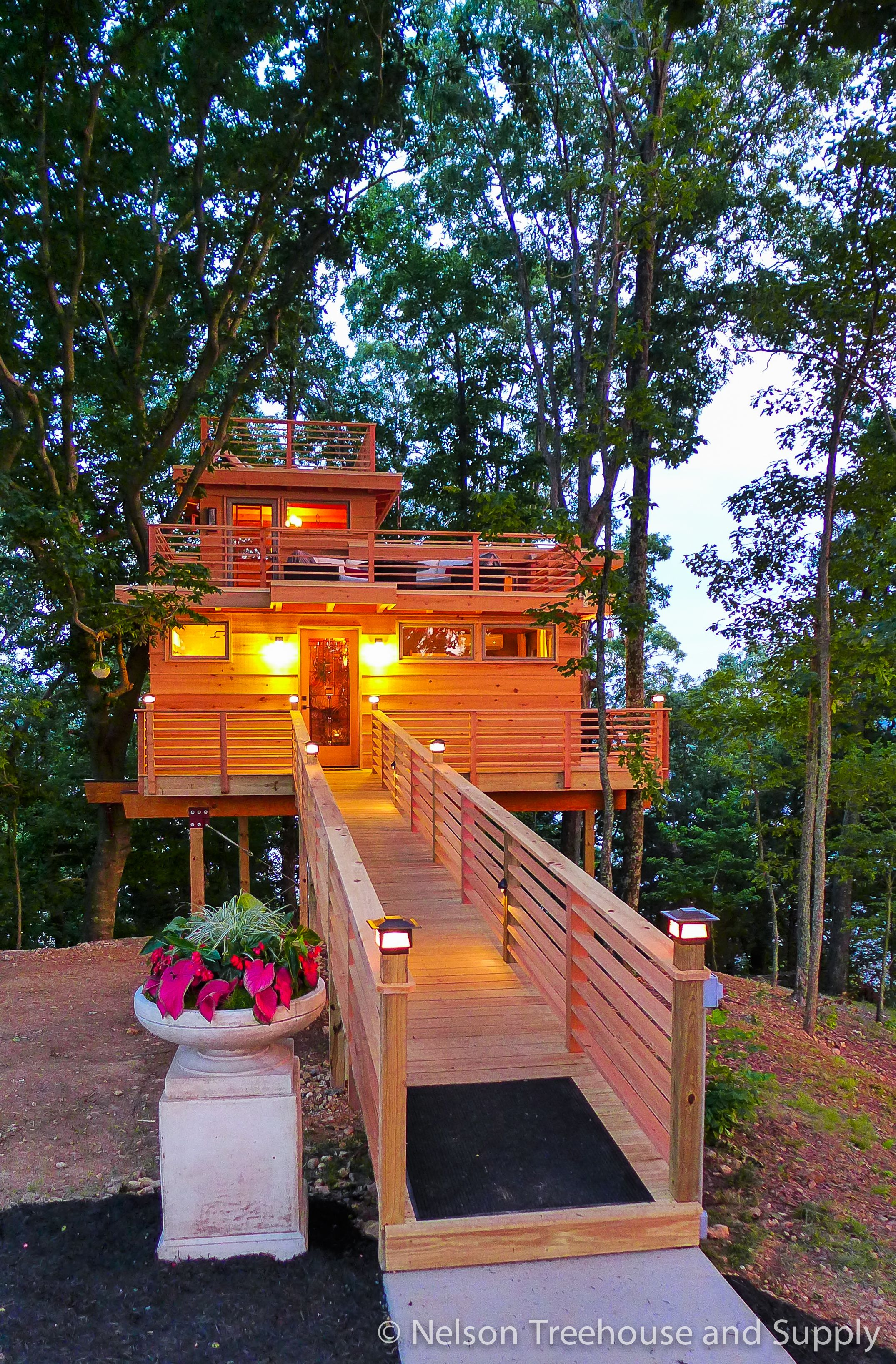 Tree House Masters Frank Lloyd Wright Inspired Tree House House Outdoors Beautiful Tree Houses Tree House Designs Cool Tree Houses