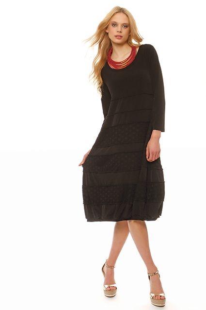 Long jersey dress with round neckline, 3/4 sleeves with ribbed by a net on the bottom, interior jersey lining and pleat in the end.A comfortable casual dress great for evening dress especially for large sizes !!
