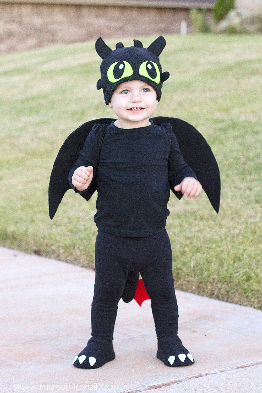 Diy toothless costume from how to train your dragon a for Easy toddler boy halloween costumes