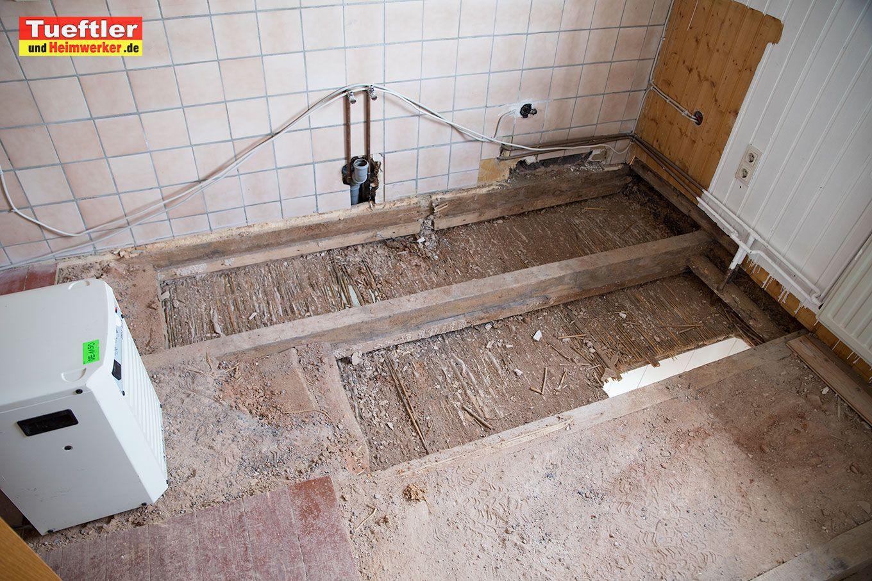 Wasserschaden Wie Raume Trocknen Wasserschaden Badezimmerfliesen Duschraum