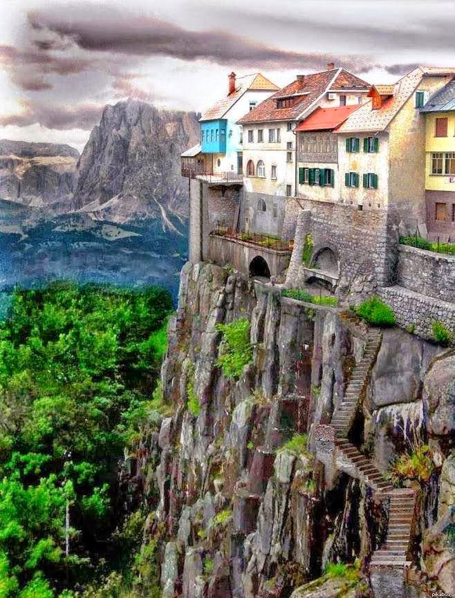 Incredible Shot of Cliff-side Houses in the City of Ronda, Spain - via Như Hồng Phạm's photo on Google+
