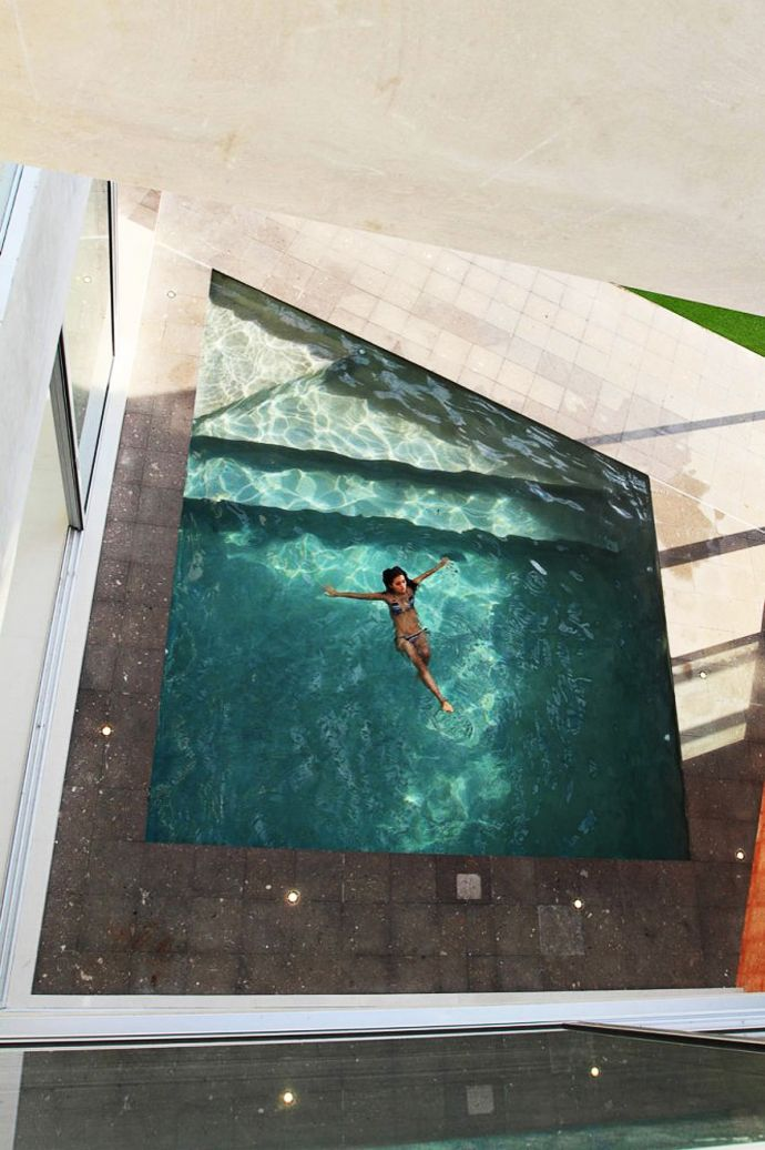 Modern FI House with Beautiful Swimming Pool and Large Garden by Punto Arquitectónico