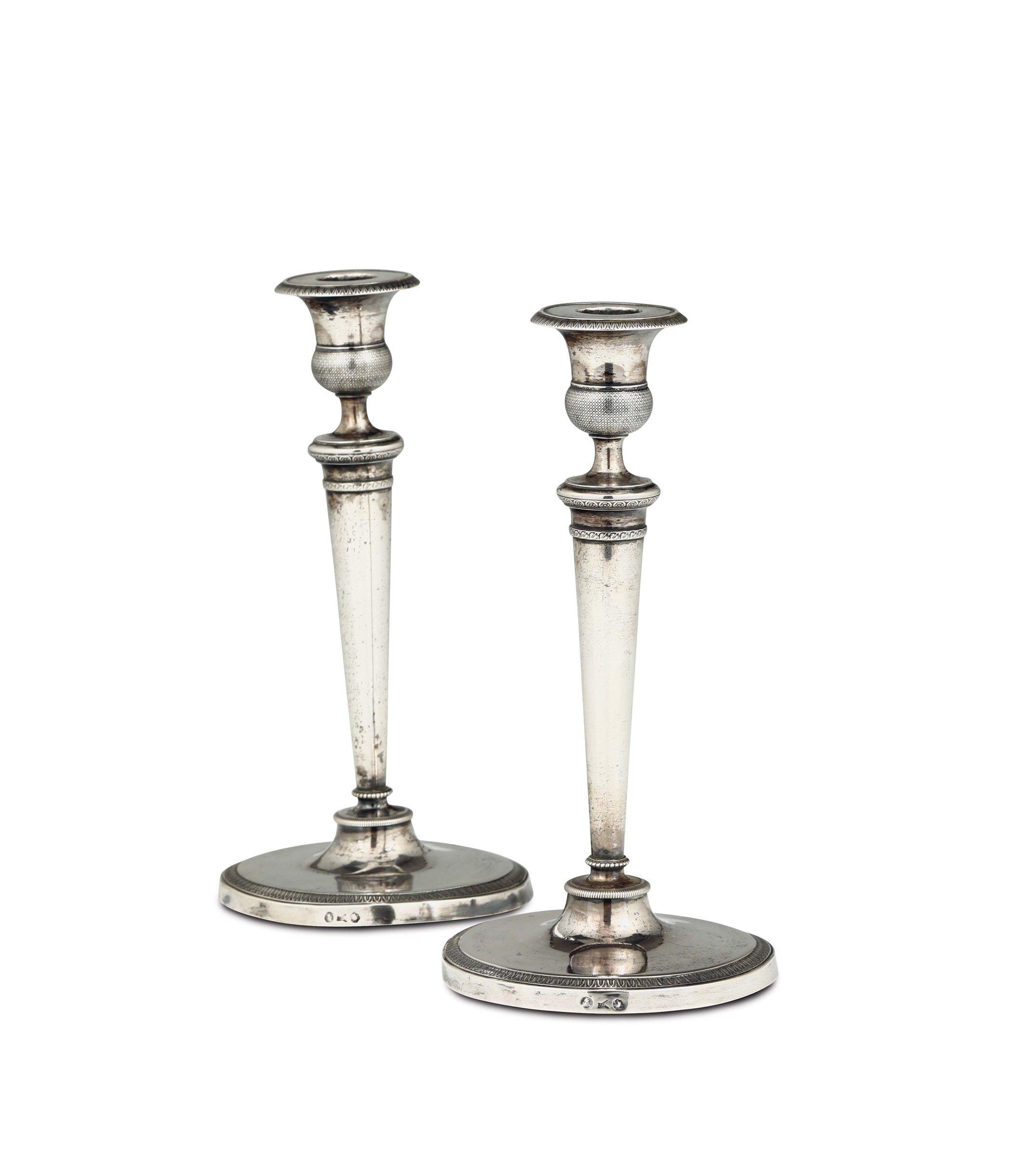 Coppia di candelieri in argento sbalzato e cesellato Milano prima