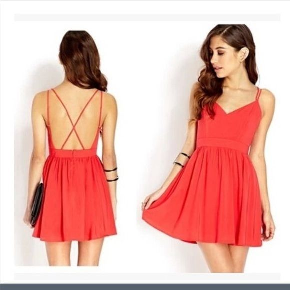 Short red, backless dress. It has never been used. Tianxuan ...