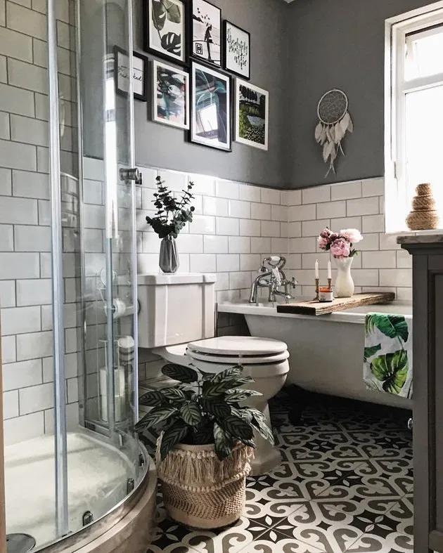 These Small Bathroom Wall Art Ideas Are Simply Transformational Small Bathroom Makeover Bathroom Decor Luxury Simple Bathroom