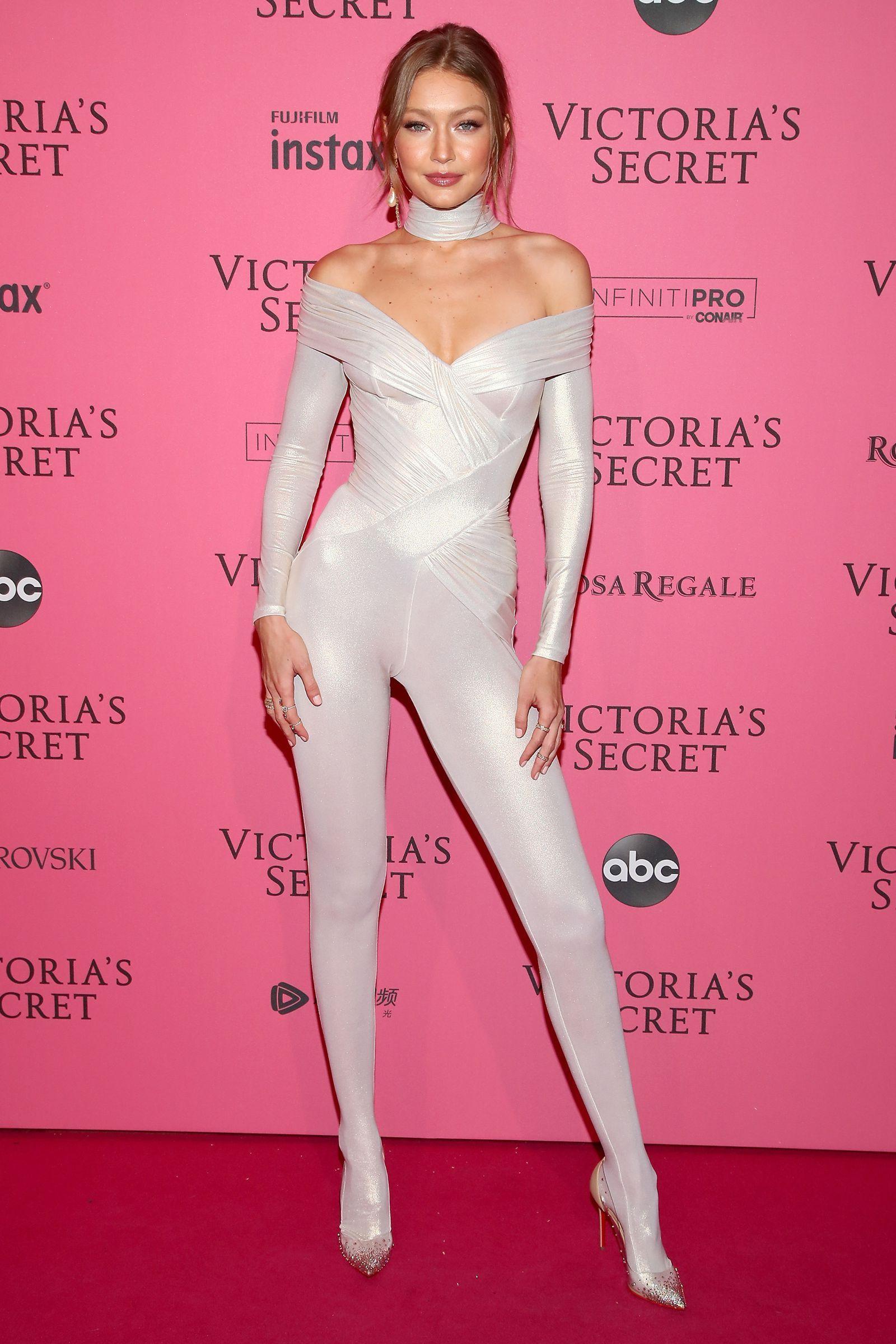 Gigi Hadid Won The Victoria S Secret After Party Red Carpet Gigi Hadid Victoria Secret Victoria Secret Fashion Show Gigi Hadid Outfits [ 2400 x 1600 Pixel ]