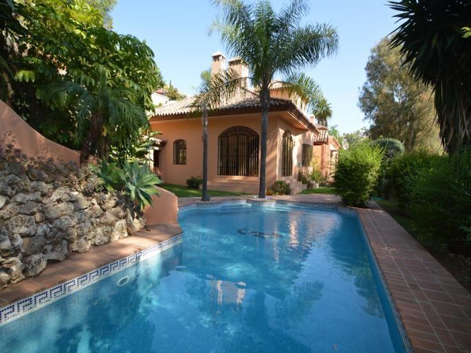 Elegant Villa in El Herrojo Alto Engel & Völkers  www.engelvoelkers.com/en/marbella/puertobanus #VillasinMarbella #MARBELLOUS