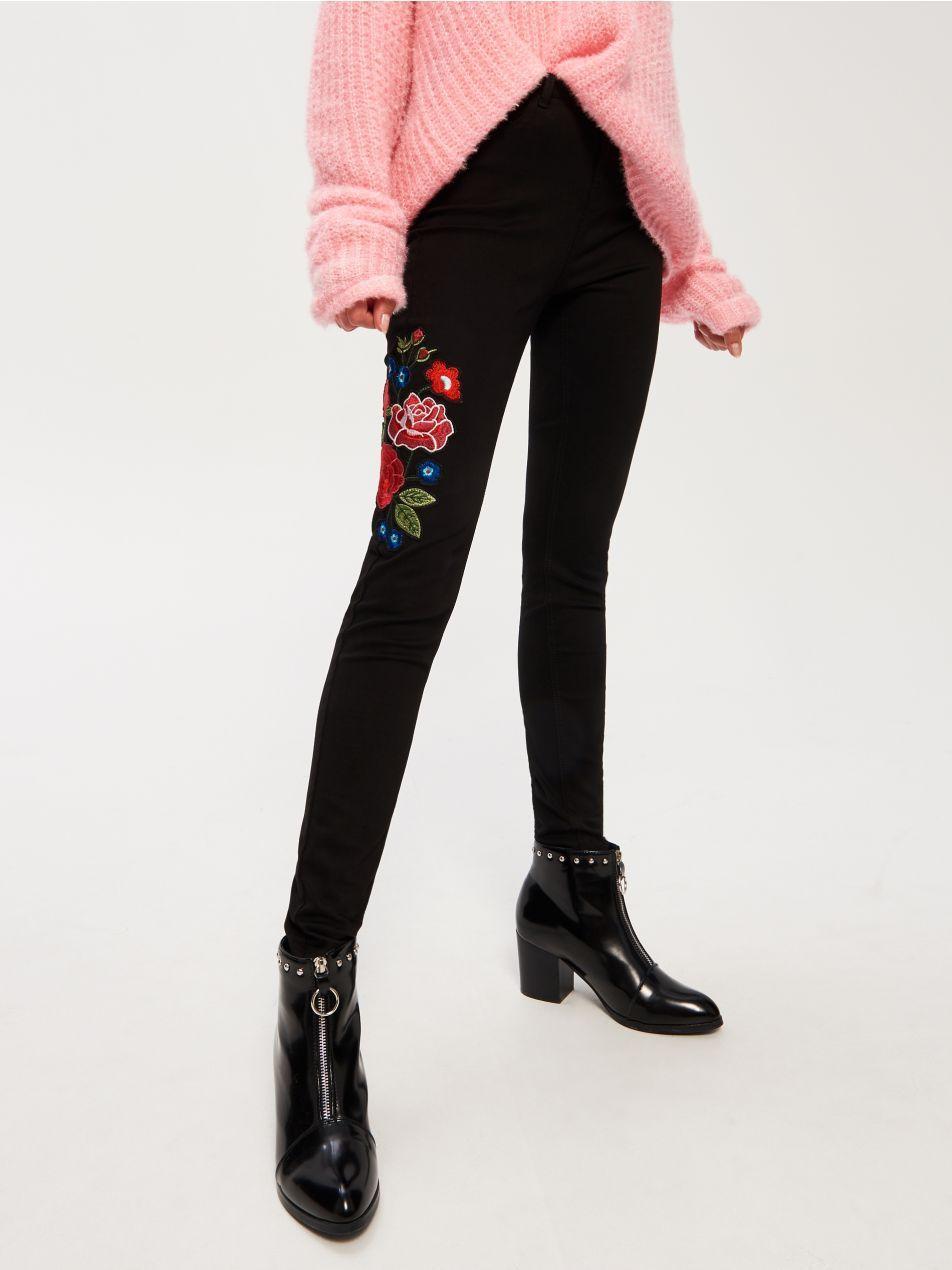 Z2018 Spodnie Z Haftowanymi Kwiatami Black Jeans Skinny Jeans Fashion