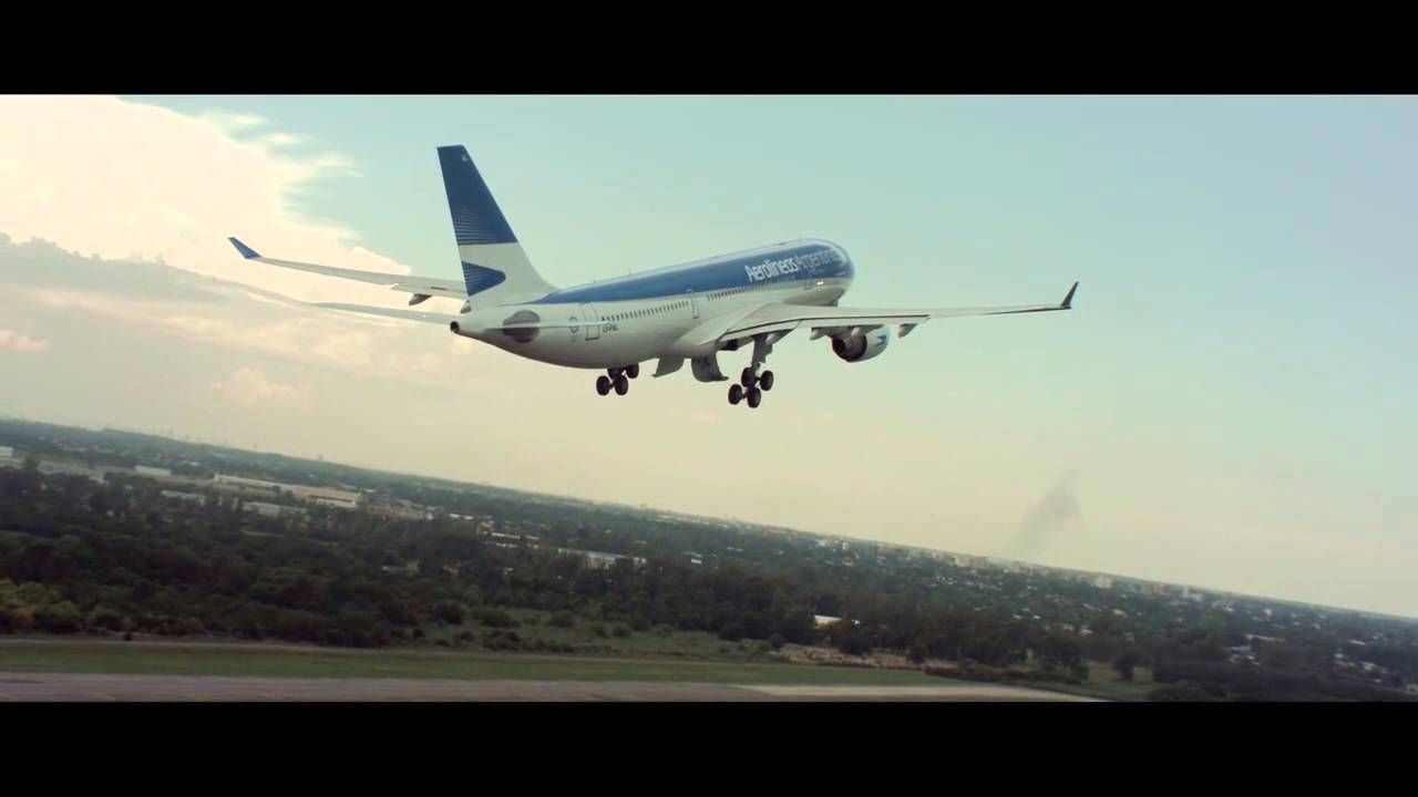 Argentine Airlines commercial good for a movie talk using air travel vocabulary.