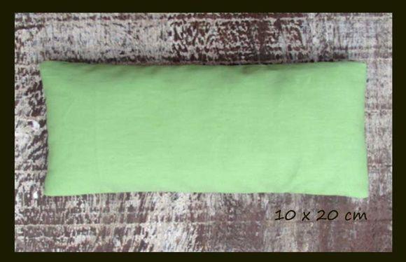 NOVAS! ALMOFADINHAS TERAPÊUTICAS AROMÁTICAS! COM CAPA REMOVÍVEL! LAVÁVEL  Você pode eleger a cor de sua preferência.  Para quantidades maiores a 10 unidades iguais consulte preço.  Fazemos também personalizadas para sua loja, casamento, festa. Consulte!!!    Almofadinhas terapêuticas aromáticas confeccionadas em tecido 100 % algodão, contém em seu interior sementes de linhaça marrom, trigo e ervas aromáticas.  Camomila, hortelã, macela e alfazema.  Almofadinha pequena: 10 x 20 cm, ideal para…